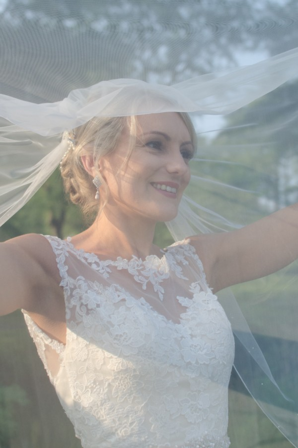 Beautiful photo of bride through her veil